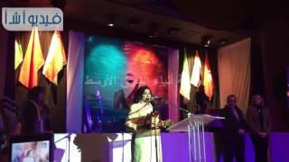 بالفيديو : تكريم  بدرية احمد ومحمد غنيم فى مهرجان الحرية المسرحي