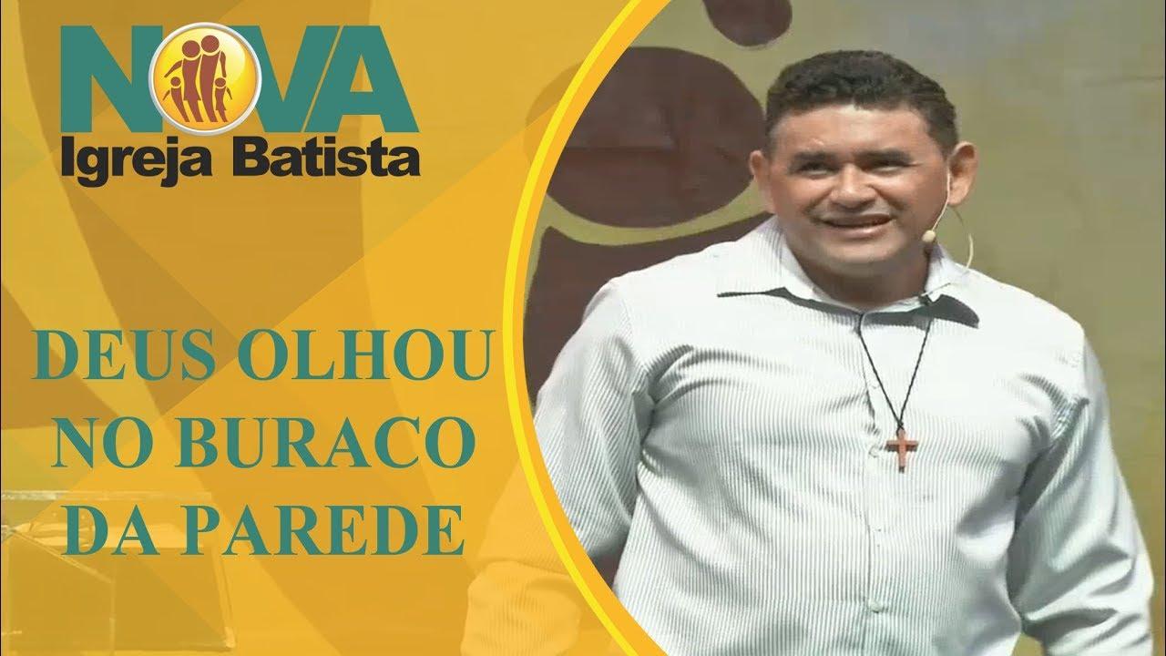 E DEUS OLHOU PELO BURACO DA PAREDE