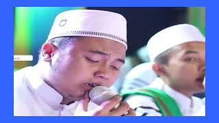 GUS AZMI MAHA GURU TANGISAN SANTRI UNTUK SANG KYAI SYUBBANUL MUSLIMIN