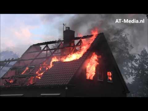 Woonboerderij afgebrand door blikseminslag in Giethoorn
