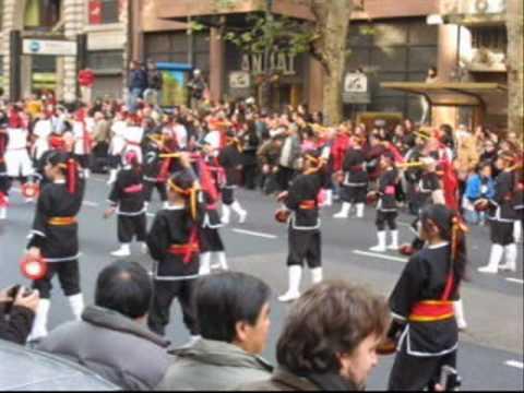 """Desfile Nikkei Bicentenario Argentina 2010 - Matsuri Daiko (""""Shimanchu nu Takara"""")"""