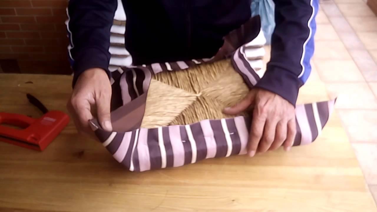 C mo tapizar una silla en 5 minutos youtube for Telas para tapizar sillas comedor