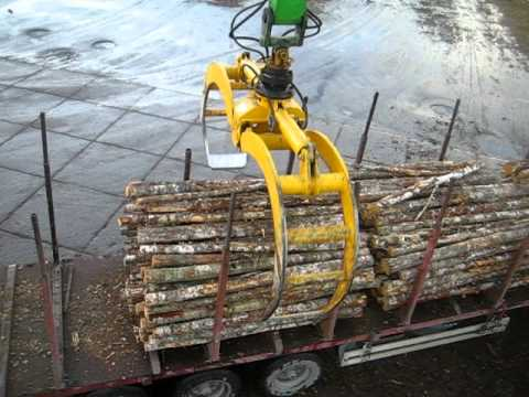 SENNEBOGEN - Timber Handling: 860 Mobile Material Handler operating a 3,0 m² log grab