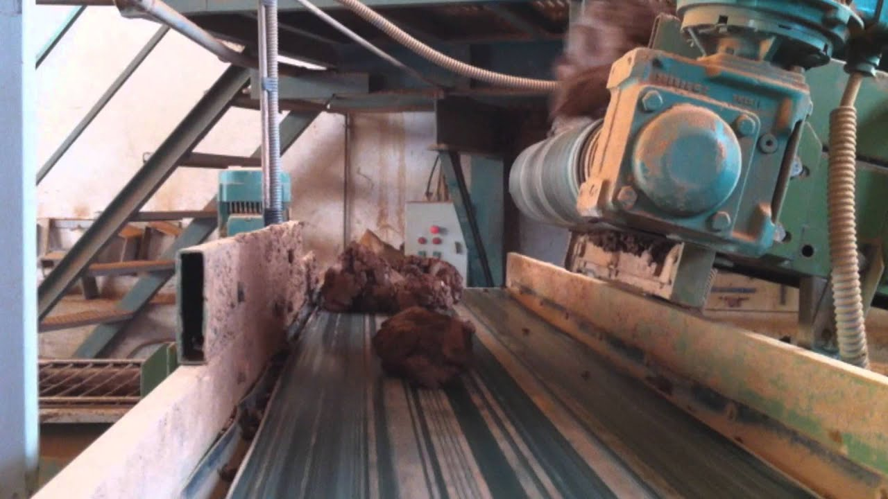 extraction et pr paration de l 39 argile poterie goicoechea youtube. Black Bedroom Furniture Sets. Home Design Ideas