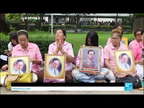 Thailand: hundreds gather at Bangkok hospital for ailing King Bhumibol Adulyadej