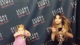 Semangatnya Anak Kecil dan Selena Gomes Bernyanyi dan Bergoyang