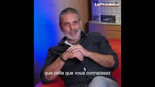 L'acteur Avy Marciano en tournage sur les îles du Frioul