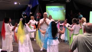 Shavuot 2014 - Dancing to BO RUACH ELOHIM sung live by Rabbi Israel Nelson