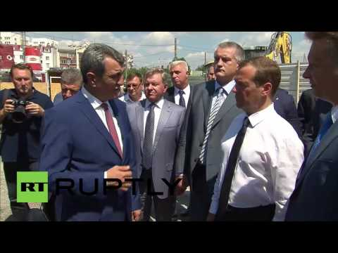 Russia: Medvedev inspects road consctruction work in Sevastopol