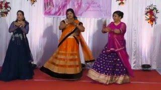 Superb Ladies Sangeet Medley By 3 Beautiful Ladies - Chachi Mausi Sovi Mausi & Main