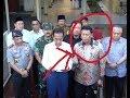 Lihat apa yang dilakukan ibu risma yang sedang mendapingi pidato Bpk jokowi