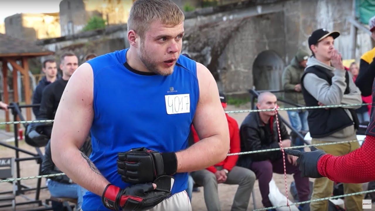 """Bär """"Gummy"""" gegen einen fetten Straßenkämpfer !! Verrückter Kampf"""