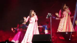 Gambar cover Shreya Ghoshal Live in Trenton, NJ - Nagada Sang Dhol - 8/23/14