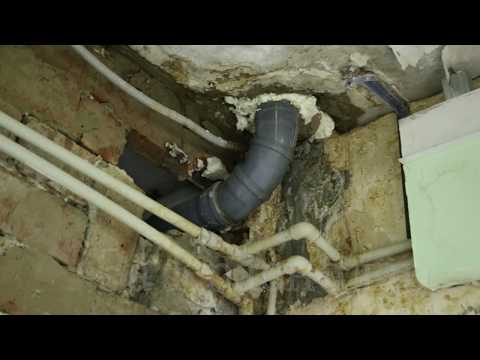 В детской поликлинике Краснодара с потолка целый год льёт вода