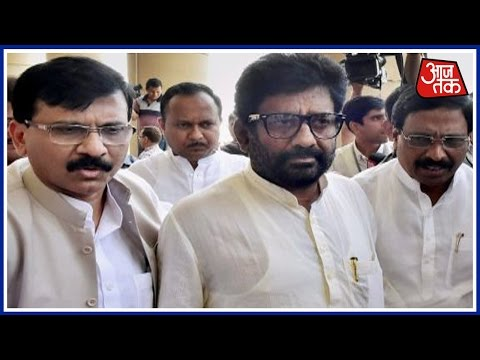 Mumbai 25 Khabare: Shiv Sena MP Ravindra Gaikwad Booked For Misbehaving With Police