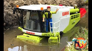 BRUDER MUD COMBINE Harvester CLAAS LEXION 780 | Kids videos
