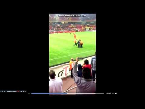 kayseri bursa maçında sahaya atlayan  çocuk