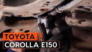 Cum se înlocuiesc bucșa bara stabilizatoare din față pe TOYOTA СOROLLA E150 Sedan [TUTORIAL AUTODOC]