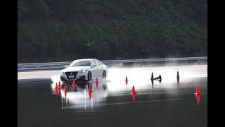 トヨタ クラウン 2.0 RS アドバンス vs BMW 440i グランクーペ Mスポーツ(ウェット旋回ブレーキ編)【DST♯121-05】