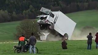 Crash-Test mit Anti-Terror-Sperre: Fahrer schwer verletzt