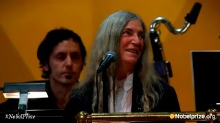 Patti Smith - A Hard Rain's A-Gonna Fall   (ceremonia Nobel 2016) thumbnail