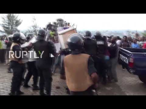 Cameroon: Coffin-carrying anglophone protesters clash with police