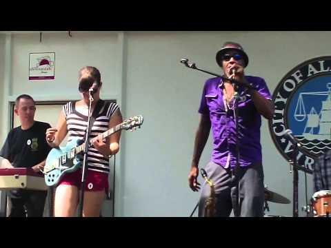 Doc Night & The Hipnotix  - Here I Come (Barrington Levy Cover)