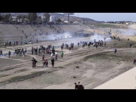 Estados Unidos usa gas lacrimóxeno contra os migrantes en Tijuana