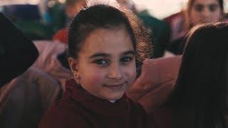 Profesorii de engleză le oferă speranță și un viitor copiilor din Siria
