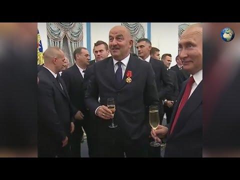 Черчесов запретил футболистам выпить шампанское на приеме в Кремле