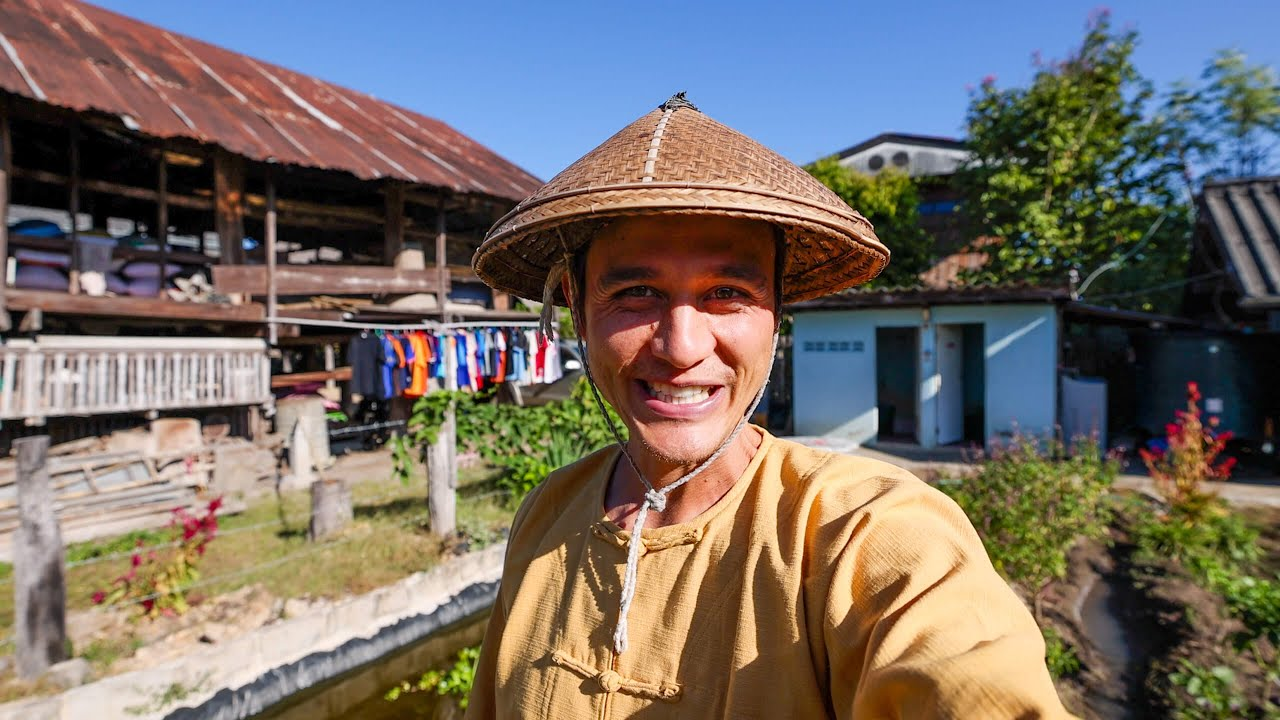 We stayed in a 100 YEAR OLD WOODEN HOUSE - Shan Village Life + Best Breakfast!