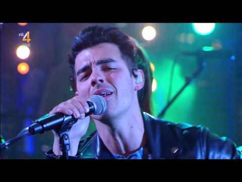 DNCE - Cake By The Ocean [RTL Late Night 2016.04.25]
