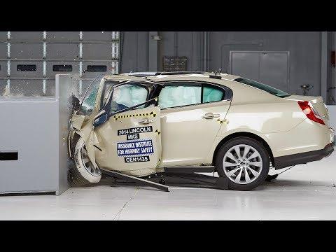 2014 Lincoln MKS driver-side small overlap IIHS crash test