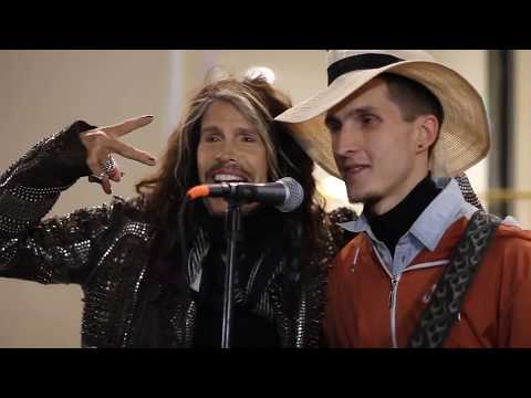 Aerosmith's Steven Tyler Surprises Street Musician And Sings Along