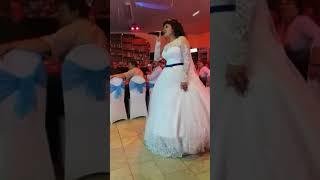 Невеста спела песню своему мужу на свадьбе! До слез довела всех!