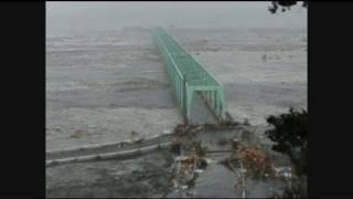 石巻市立大川小学校の近くに押し寄せた津波 thumbnail