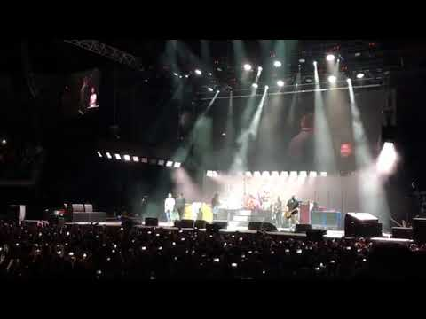 & Foo Fighters - Never Gonna Give You Up (O2, London)