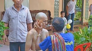 Посвящение в монахи в Таиланде(Видео с церемонии посвящения тайца в монахи. Каждый таец должен хотя бы раз в жизни стать монахом и пожить..., 2015-05-05T02:09:45.000Z)