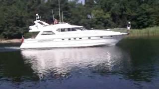 En stor båt på Risö