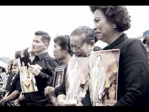 ชาวไทยโศกเศร้าและอาลัยยิ่ง ภาพบรรยากาศประชาชนร้องเพลงสรรเสริญพระบารมี
