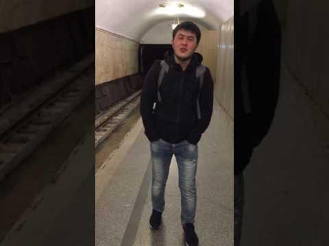 Кыргыз бала Метродо