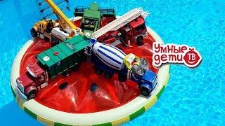 БРУДЕР ПАДАЕТ В БАССЕЙН!  - ЖАРА! Веселые видео с машинками BruderToy Про машинки cars in the pool
