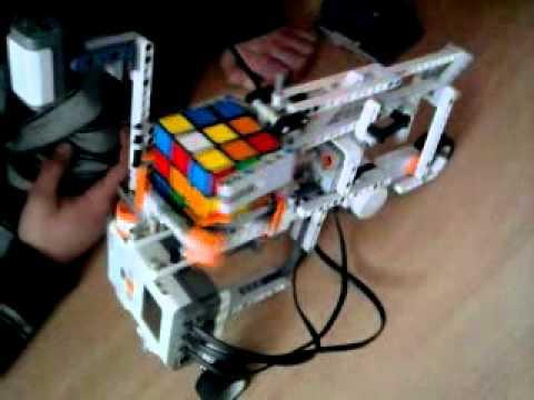Robot układający kostkę rubika