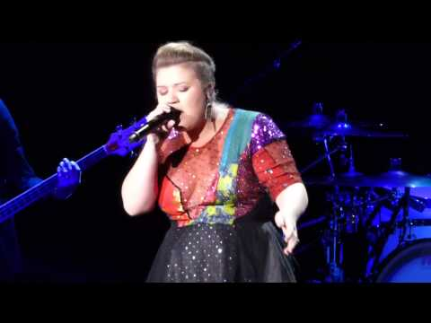 Kelly Clarkson Kills Cover Of Taylor Swift's 'Blank Space'
