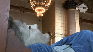 The Grandmother Giant in St George's Hall (Royal De Luxe, 2014 Liverpool)