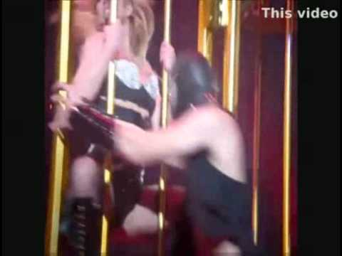 Britney Spears shaking her wonderful ass thumbnail