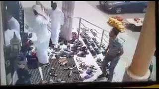 بالفيديو.. أربعة لصوص يسرقون المصلين في جدة.. والشرطة تقبض عليهم