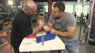 Уроки армрестлинга от Сергея Бадюка и Алексея Воеводы