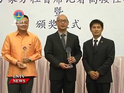 Lao NEWS on LNTV: The Lao gov confers friendship medal to Xinhua Vientiane news chief.25/8/2016