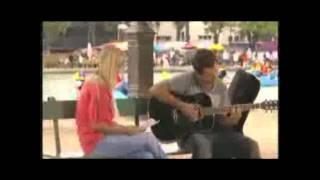 Tina et Stan de la série chante- l
